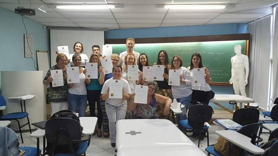 Dictamos en Facultad CIEPH , Florianopolis, Brasil curso de Fu Zhen Zhi Fa Método de Diagnóstico y Tratamiento del Abdomen
